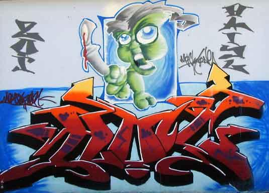 Ein markantes Graffiti kennzeichnet auf der Stra�enseite das Geb�ude.